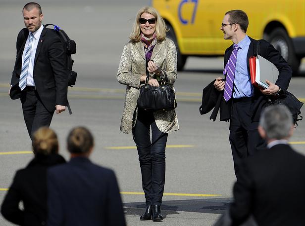 Премьер-министр Дании Хелле Торнинг-Шмитт (в центре)