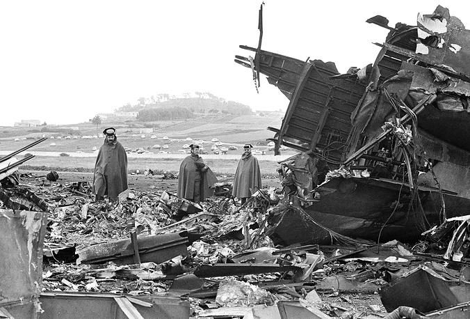 27 марта 1977 года в аэропорту Лос-Родеос на Тенерифе (Канарские о-ва, Испания) столкнулись два Boeing-747, принадлежавших компаниям Pan-Am (США) и KLM (Нидерланды). Погибли 583 человека. Из-за неправильной интерпретации пилотами команд диспетчера и плохой видимости американский самолет оказался на взлетно-посадочной полосе, когда по ней разгонялся лайнер KLM