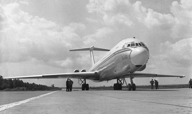 В феврале 1960 года правительство одобрило предложение Ильюшина по созданию дальнего пассажирского самолета Ил-62. На фото: самолет «Ил-62», 1963 год