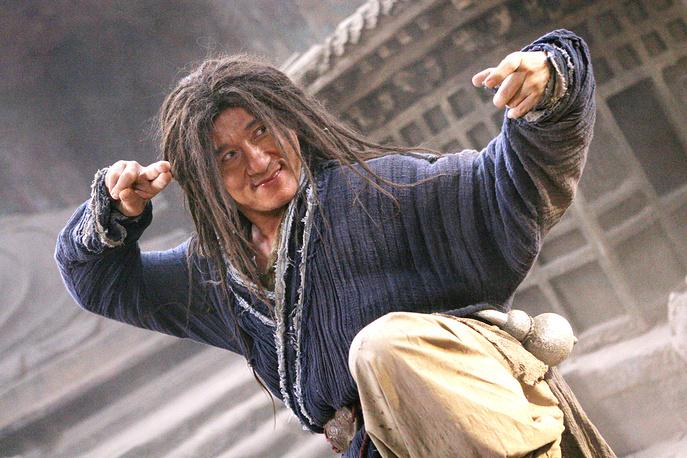 """В одном из интервью Джеки Чан сказал, что хочет доказать, что он актер, который умеет драться, а не боец, умеющий играть. На фото: Джеки Чан в фильме """"Запретное царство"""" (The Forbidden Kingdom, 2008)"""