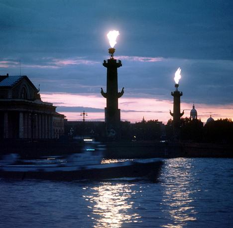 Растральные колонны на Стрелке  Васильевского острова. 1984 г.
