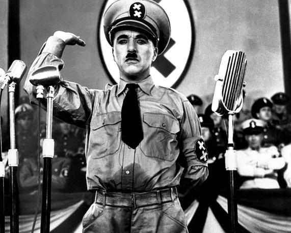 """Первым полностью звуковым фильмом Чаплина стал антифашистский """"Великий диктатор"""". На фото: Чарли Чаплин в фильме """"Великий диктатор"""", 1940 год"""