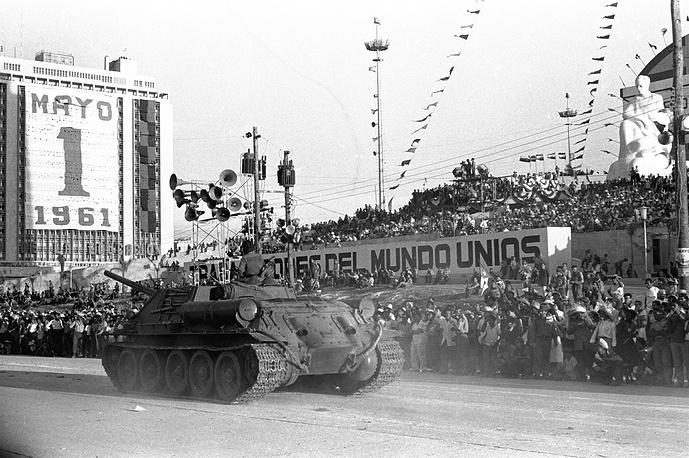 Чехословацкие танки, перешедшие под руководство армии Кастро, на первомайском параде, 1961 год