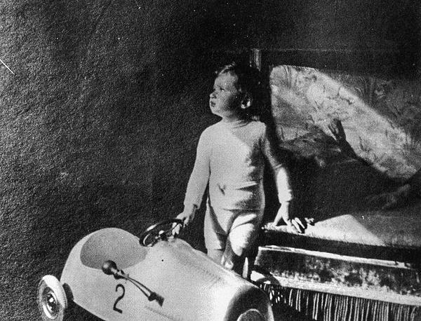 Единственный ребенок Владимира Набокова Дмитрий. Берлин, 1936 год