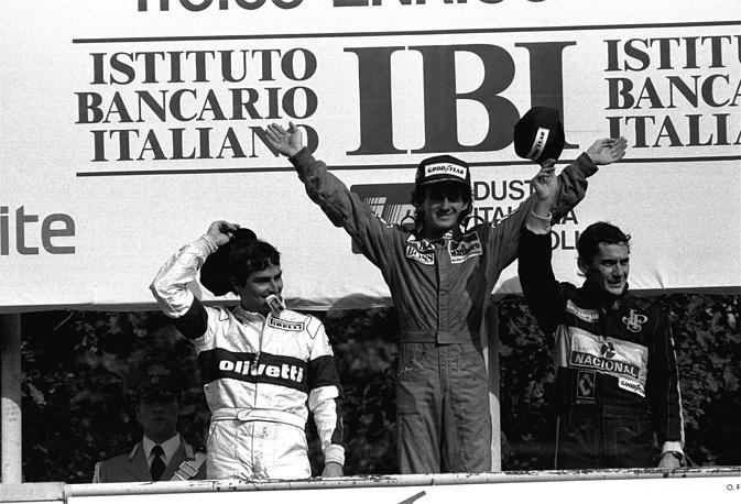 """Сенна дебютировал в """"Формуле-1"""" в сезоне-1984. Начинал карьеру в составе команды """"Тоулман"""", занял 9-е место в итоговом зачете чемпионата мира. На фото: Нельсон Пике, Ален Прост, Айртон Сенна во время награждения Гран-при Италии,1985 год"""