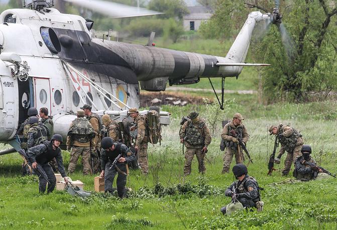Украинские военные в селе Андреевка под Славянском