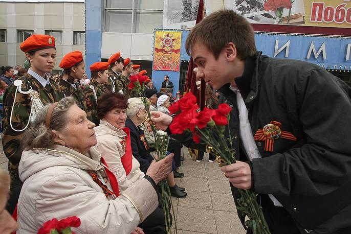 """Поздравление ветеранов 9 мая у КСК """"Олимп"""""""