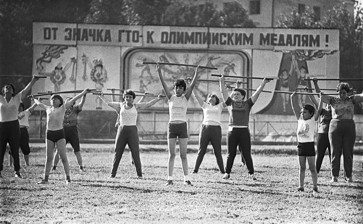 """Занятия группы """"Здоровье"""" в спортивном клубе """"Текстильщик"""", 1986 год"""