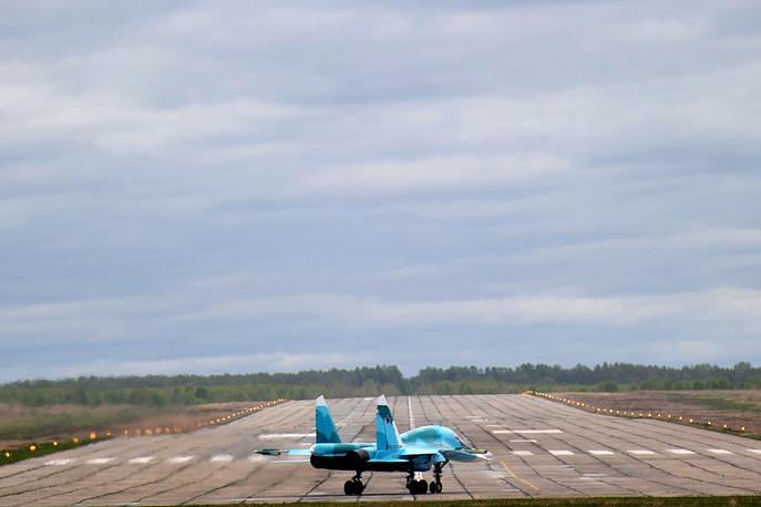 Су-34 на взлетной полосе аэродрома НАЗ им. Чкалова