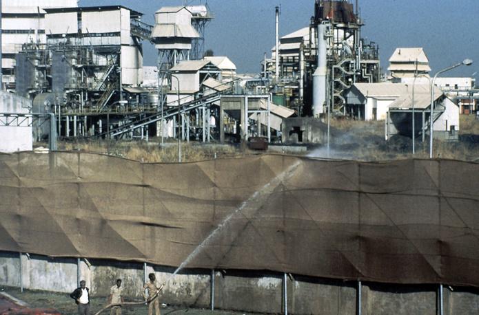 3 декабря 1984 года в Бхопале (Индия) в результате утечки ядовитого газа на предприятии, принадлежащем американской компании Union Carbide, погибли более 3 тыс. человек. В последующие годы число умерших от отравлений в городе составило от 20 тыс. до 25 тыс.