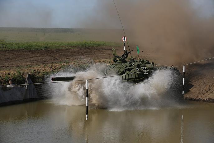Во время соревнований по танковому биатлону