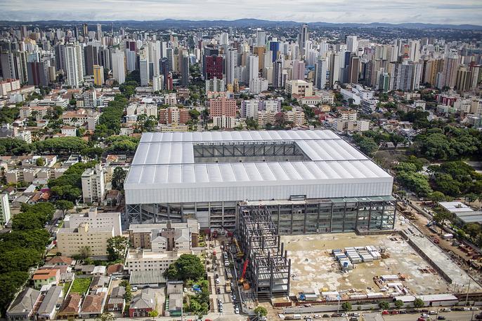 """Стадион """"Арена-да-Байшада"""" в городе Куритиба - один из старейших в Бразилии, был открыт в 1914 году. После реконструкции к чемпионату мира вместимость составит 47 тыс. зрителей. """"Арена-да-Байшада"""" примет четыре матча группового этапа ЧМ, в частности встречу сборных России и Алжира, которая пройдет 26 июня"""