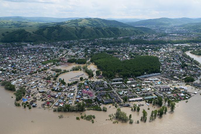 Особенно сложная паводковая обстановка сложилась в двух южных сибирских регионах - Алтайском крае и Республике Алтай