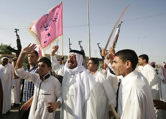 Иракские добровольцы, присоединившиеся к правительственной армии, призывают к противостоянию боевикам, Кербела, 15 июня