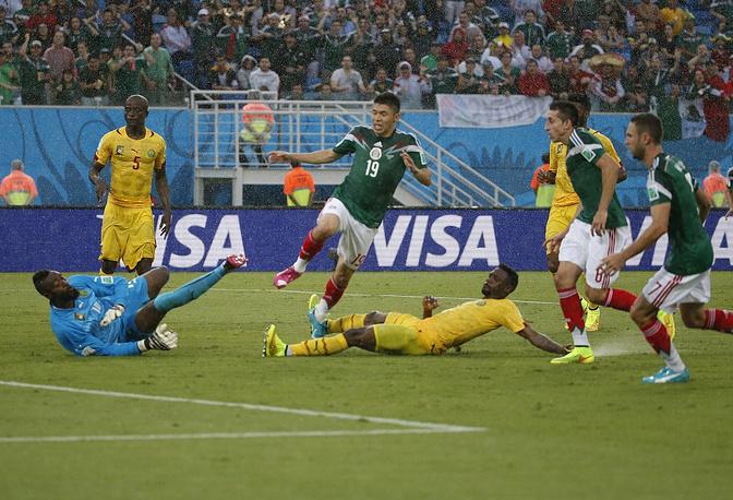 Второй матч чемпионата между Мексикой и Камеруном укрепил вопросы к судейству на турнире. Бригада арбитров отменила два чистых гола мексиканца Дос Сантоса. В итоге Мексика победила с минимальным счетом 1:0, победный мяч забил Орибе Перальта