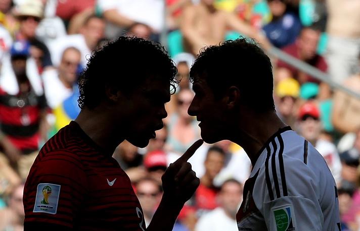 Стычка между португальцем Пепе и немцем Мюллером, приведшая к удалению первого. Матч Германия - Португалия закончился со счетом 4:0. 17 июня 2014 года
