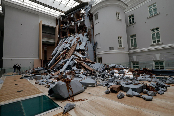 инсталляция швейцарского художника Томаса Хиршхорна