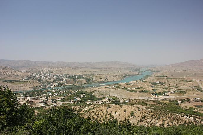 Обзорная площадка по дороге на Сулакский каньон с видом на реку Сулак.