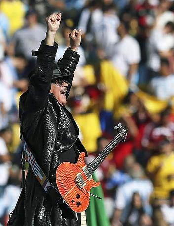 Гитарист-виртуоз Карлос Сантана на церемонии закрытия ЧМ-2014