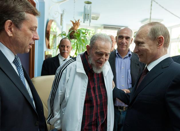 Встреча бывшего кубинского лидера Фиделя Кастро и Владимира Путина в Гаване, Куба, 12 июля