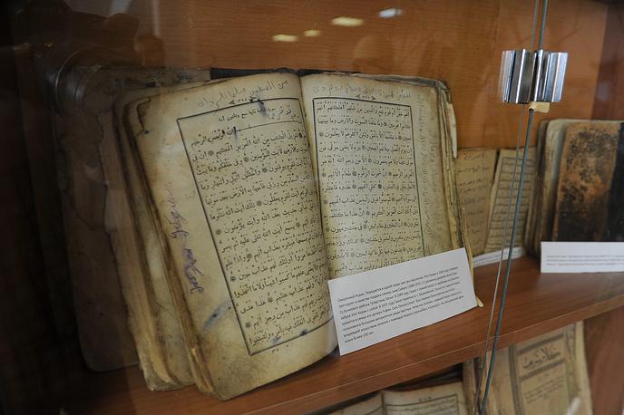 Священный Коран, который передается в одной семье уже три поколения. Книге более 150 лет