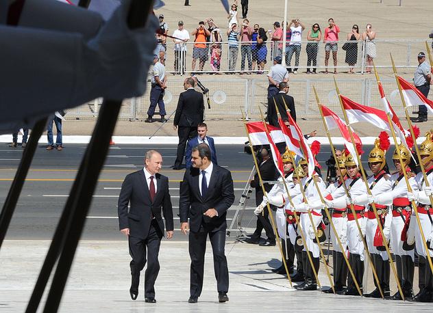 Владимир Путин на церемонии официальной встречи у резиденции президента Бразилии - дворца Планалту в столице Бразилии, 14 июля