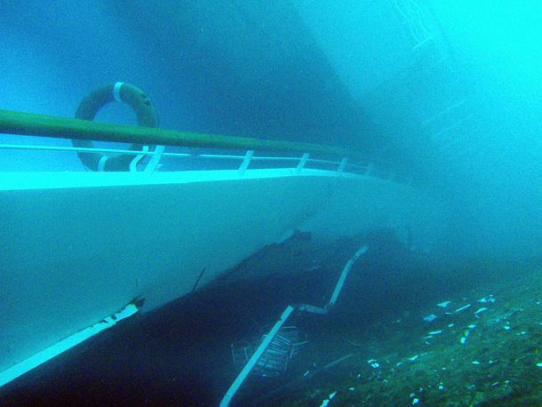 Поисково-спасательные работы на лайнере несколько раз приостанавливались из-за смещения судна