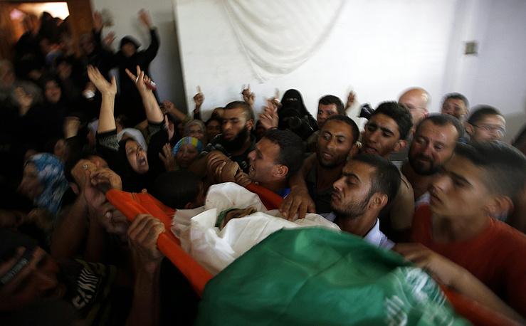 """Прощание с палестинцами, погибшими в ходе операции """"Рубеж обороны"""""""