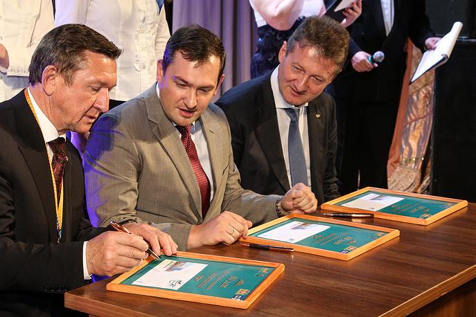Подписание юбилейного конверта