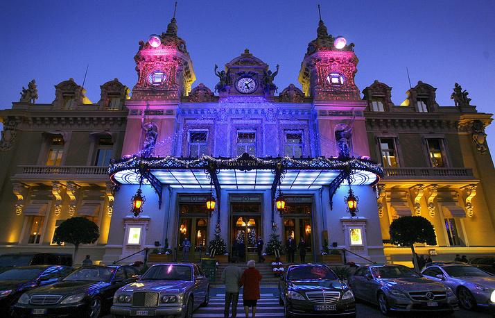 В Европе казино функционируют на законных основаниях в 20 странах. Самое крупное казино Европы расположено в Монте-Карло - Le Café de Paris, где все желающие могут играть круглосуточно все семь дней в неделю