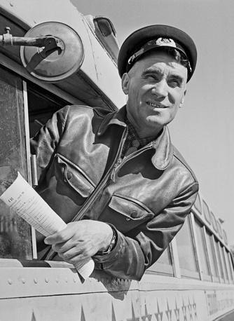 Водитель рейсового автобуса, 1963 год