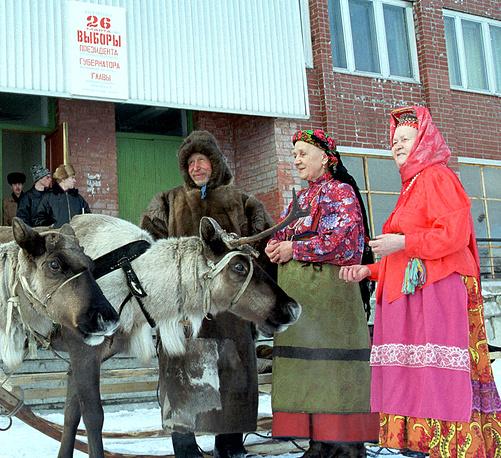 Представители северного народа саамов на выборах президента, Мурманская область, 2000 год