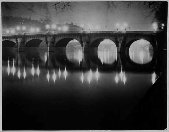 """Брассай. """"Мост Пон-Неф в Париже"""", 1949 год"""
