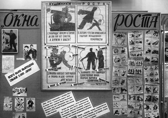 """В творческой группе """"Окон РОСТА"""" работали одаренные молодые художники, поэты, журналисты, среди которых Владимир Маяковский, Михаил Черемных, Иван Малютин. Стенд """"Окна РОСТА"""" на выставке """"50 лет ТАСС"""", 1968 год"""