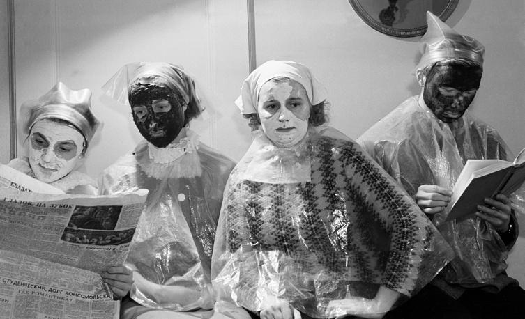 Москва. Посетительницы салона красоты, 1963 год