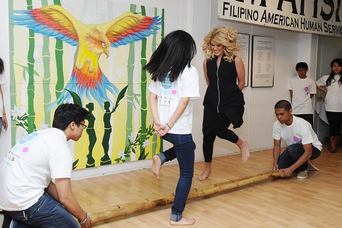 """""""Мисс Америка-2011"""" стала участница конкурса от штата Небраска Тереза Скэнлан. Она принимала участие в многочисленных кампаниях по борьбе с онкологическими заболеваниями и анорексией, посещала детские дома"""