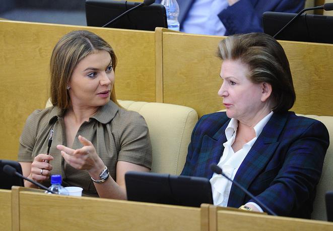 Алина Кабаева и зампред комитета по международным делам Валентина Терешкова