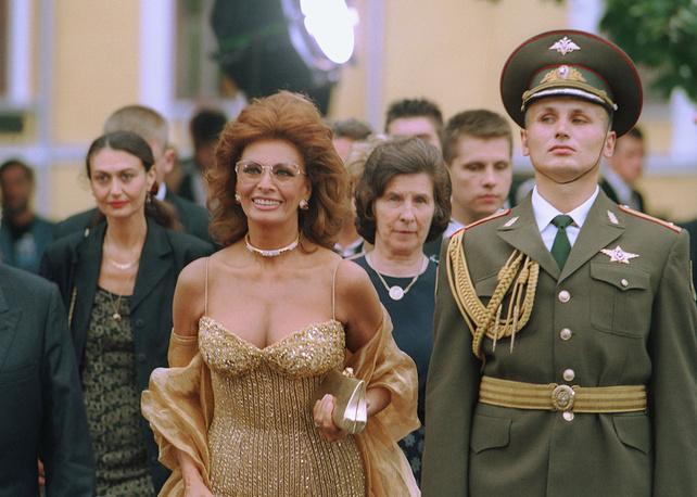 Софи Лорен неоднократно бывала в СССР и России. На фото: визит актрисы в Москву, 1997 год
