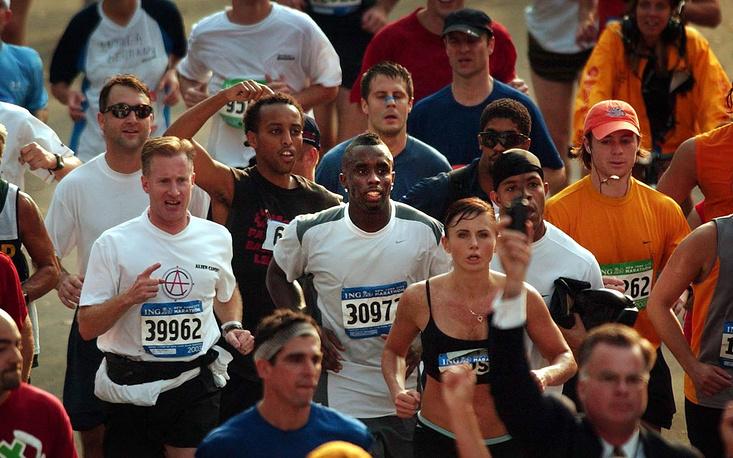 Американский певец Шон Джон Коумз более известный как Puff Daddy и P. Diddy, преодолел  Нью-Йоркский марафон в 2003 году за 4 часа 14 минут и 54 секунды