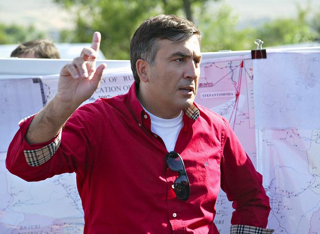 22 марта 2014 года Михаил Саакашвили был вызван в Главную прокуратуру Грузии на допрос в качестве свидетеля по нескольким уголовным делам. На фото: Саакашвили в окрестностях села Цителубани, 2007 год