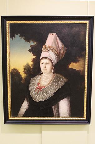 Портрет сибирской купчихи. Неизвестный художник. Холст, масло. 1810-е годы