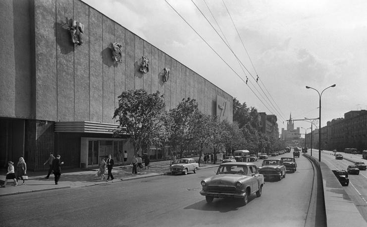 Здание Театра Сатиры на площади Маяковского (ныне Триумфальная площадь), 1966 год