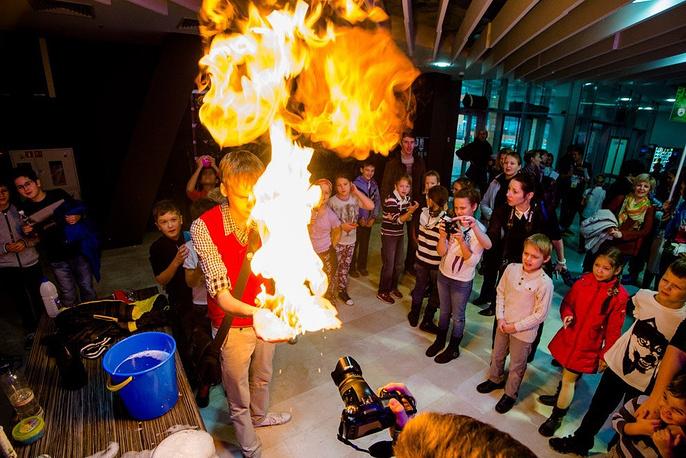 Кроме выставки, в новосибирском Технопарке прошли разнообразные экскурсии и шоу для школьников