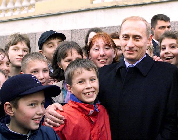 Владимира Путина поздравляют школьники Санкт-Петербурга, 2000 год