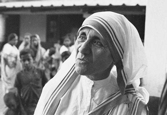 Мать Тереза (1979) - за деятельность в помощь страждущему человеку