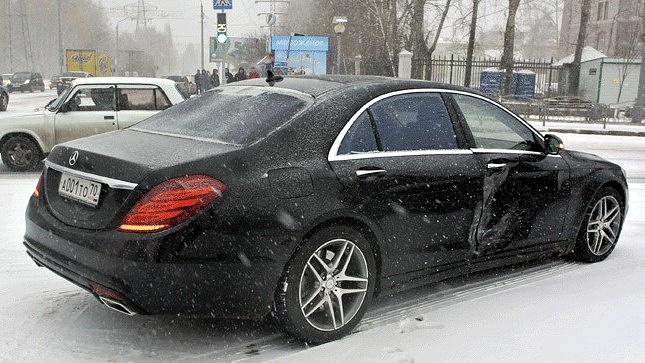Машина губернатора Томской области Сергея Жвачкина после ДТП, произошедшего из-за снегопада