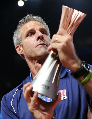 Главный тренер сборной США Карч Кирай (единственный в мире игрок, побеждавший на Олимпийских играх в классическом и пляжном волейболе)