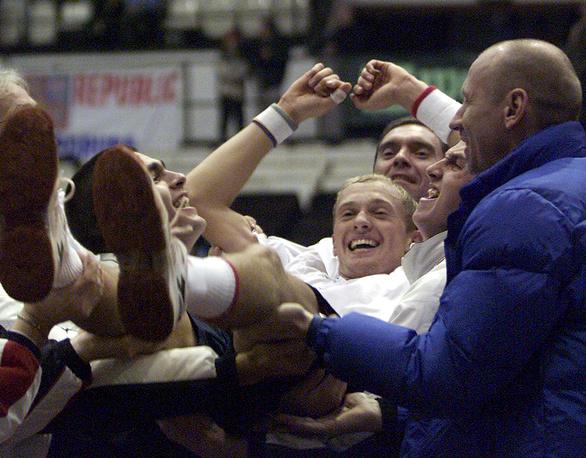 Давыденко после победы в матче с Радеком Штепанеком в матче 1/8 финала Кубка Дэвиса, 2003 год