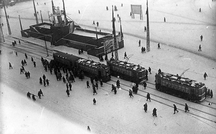 Трамвайная остановка Площадь 1905 года. 1930-е годы