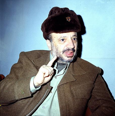 Многим арабским странам палестинская борьба обошлась слишком дорого. Например, точкой отсчета гражданской войны в Ливане стало покушение палестинских боевиков на жизнь лидера ливанских христиан-маронитов Пьера Жмайеля в Бейруте в 1975 году. На фото: Ясир Арафат в Бейруте, февраль 1980 года